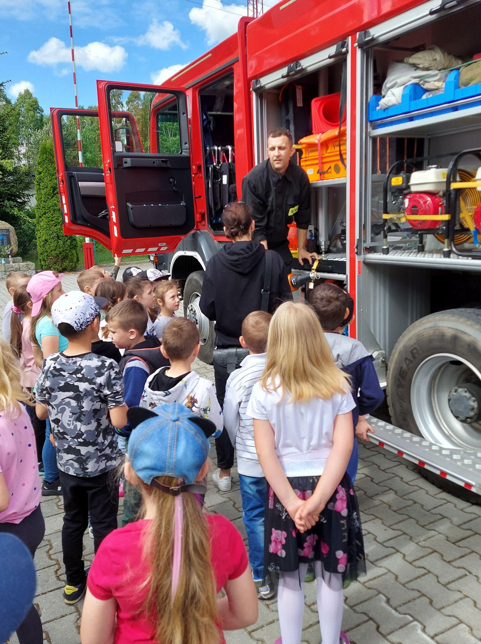 Wycieczka przedszkolaków do Straży Pożarnej
